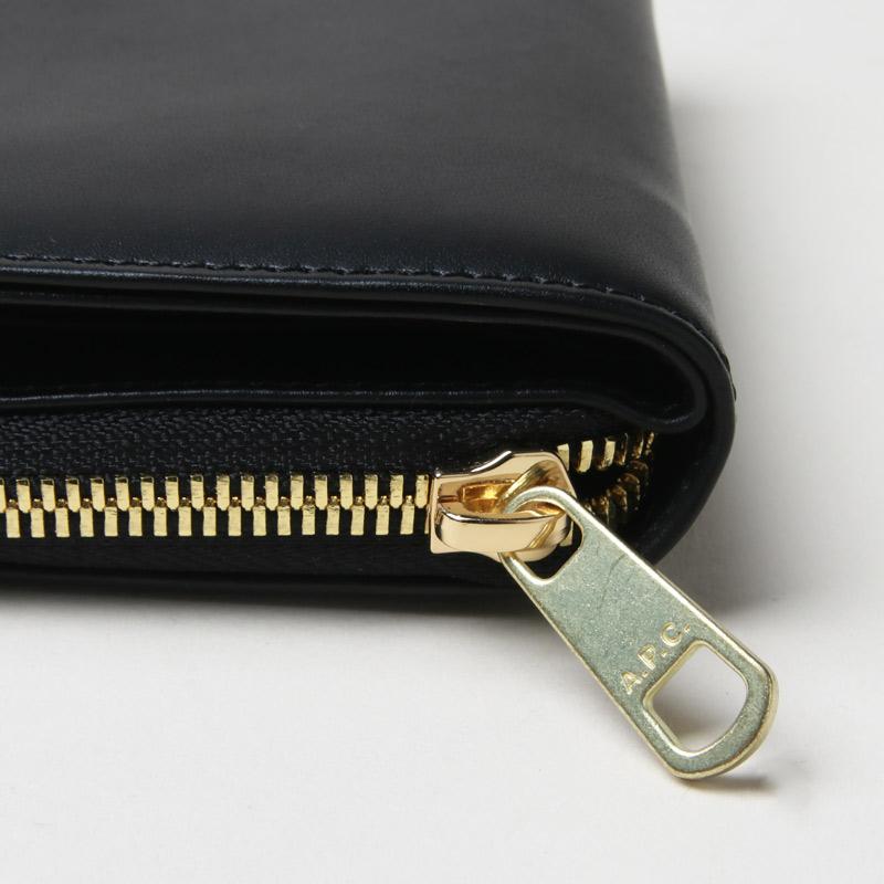 A.P.C(アーペーセー) COMPACT EMMANUELLE Noir (Gold Logo&Zip)