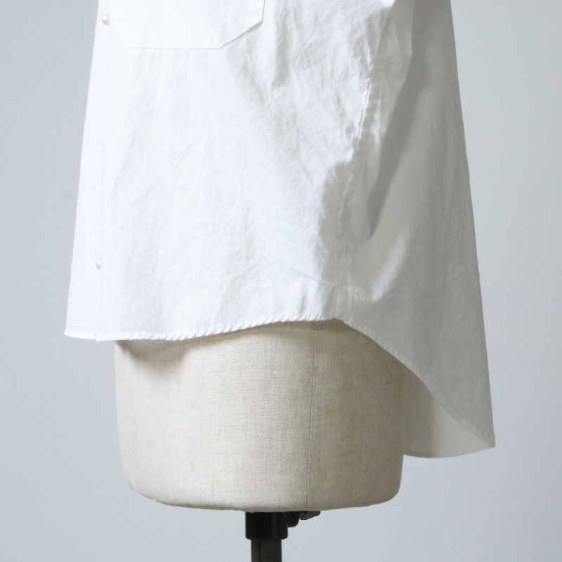 blanc basque(ブランバスク) ブロードパールボタンブラウス