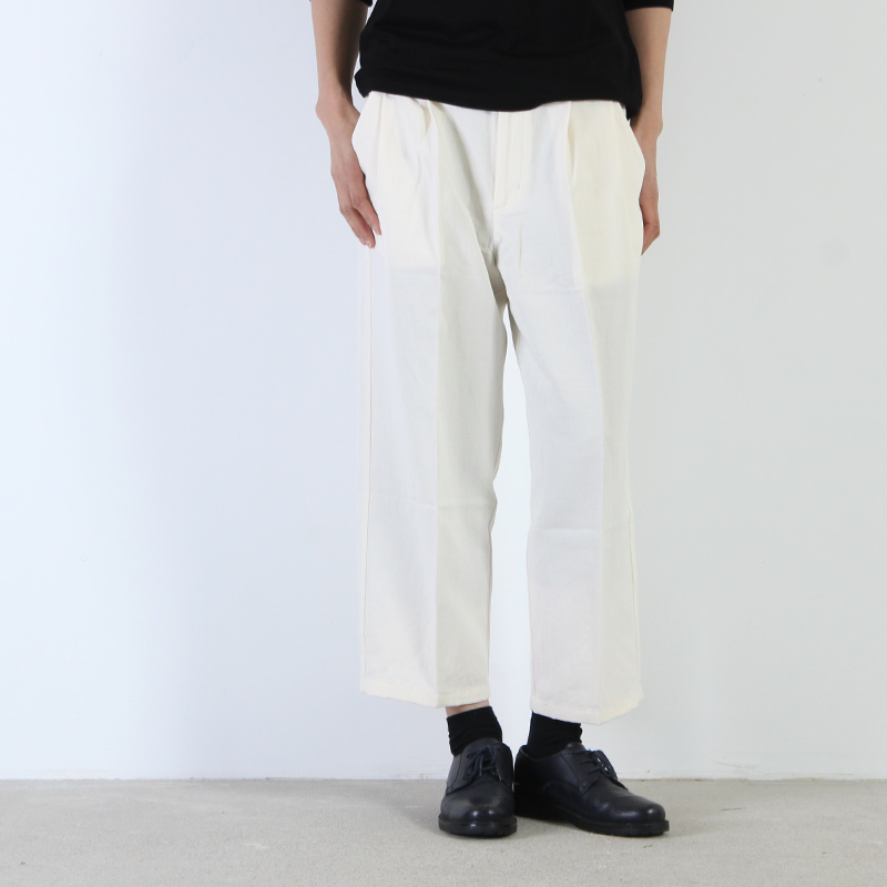 evameva(エヴァムエヴァ) Cotton linen twill tuck pants