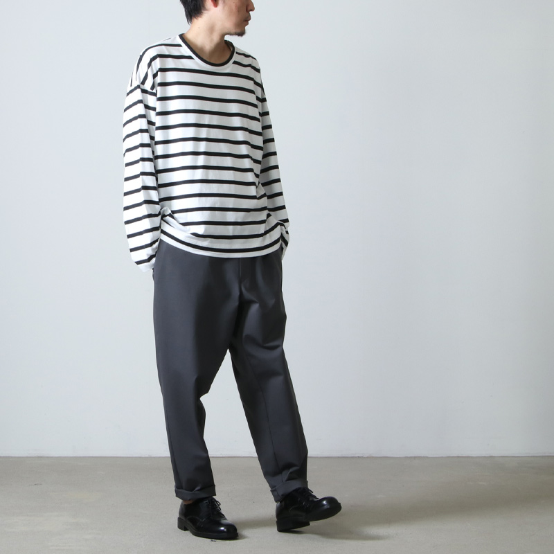 WELLDER(ウェルダー) Flutter Tail Buck Side Tucked Crewneck